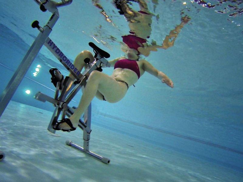 personne-faisant-de-l'aquabiking