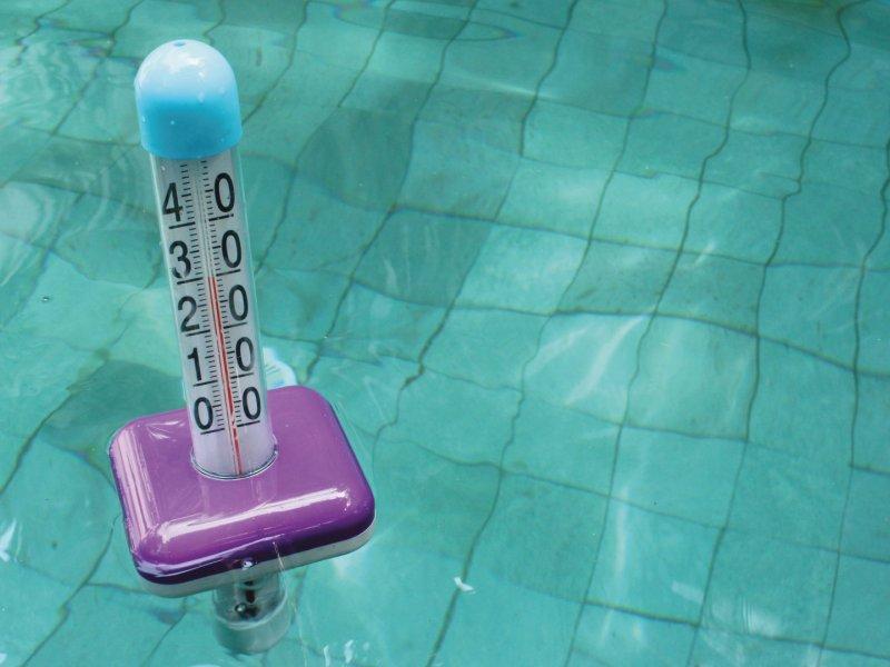 thermometre-dans-une-eau-chauffée